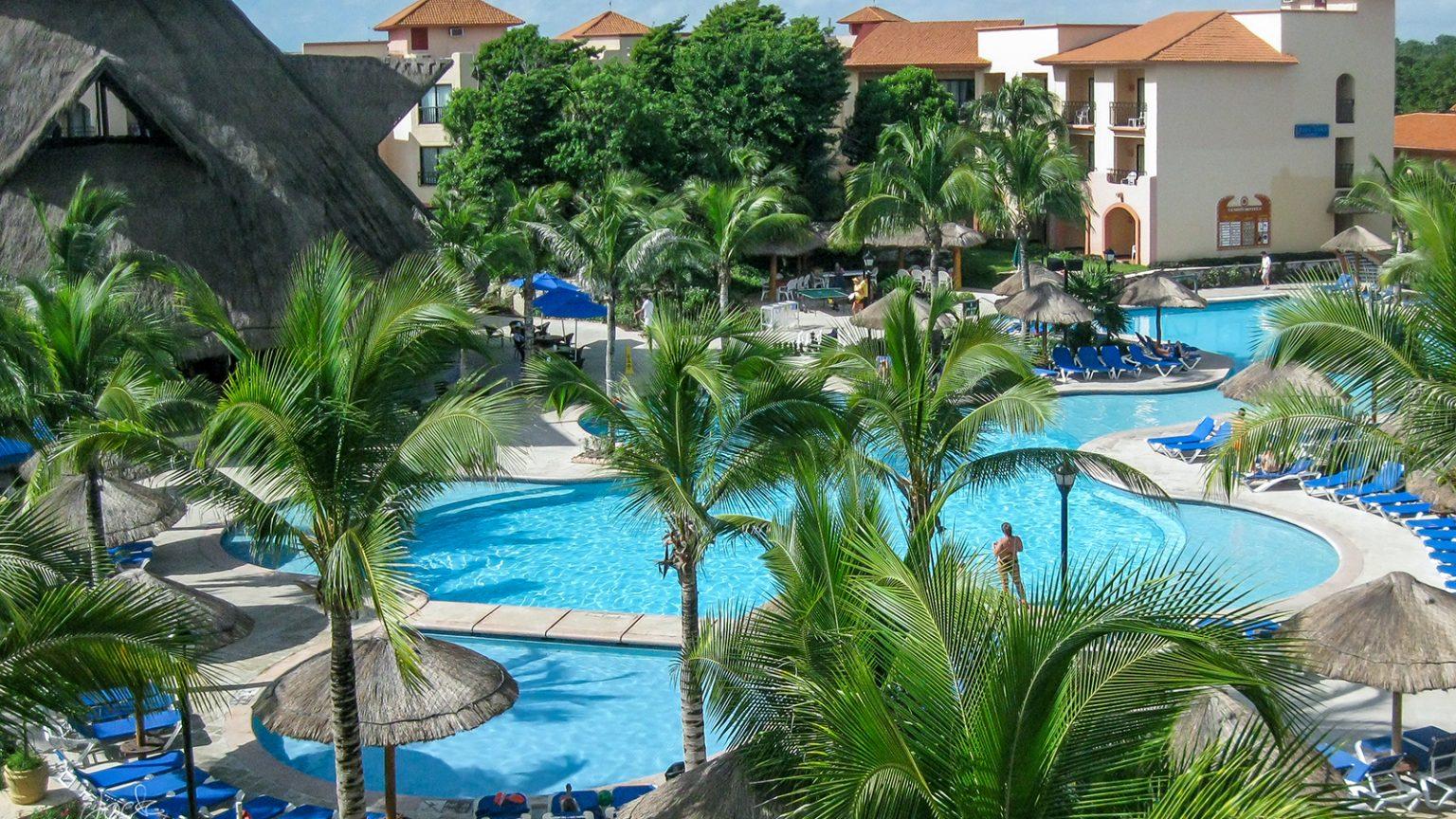 Sandos Playacar Pool